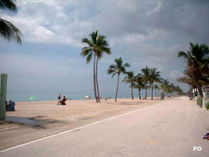 A view along Hollywood Beach